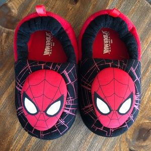 Marvel Spider Man youth slippers size XL (11/12)